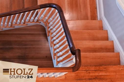 Alte Treppe mit Holz verkleiden